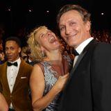 Katja Riemann und Oliver Masucci amüsieren sich im Publikum ganz köstlich.