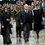 Prinz Hassan Bin Talal von Jordanien mitPrinzessin Sarvath von Jordanien (l.) und Prinzessin Badiya bint Hassan (r.)