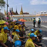 5. Mai 2019  Tausende Menschen haben sich schon vor dem Palast in Bangkok versammelt.