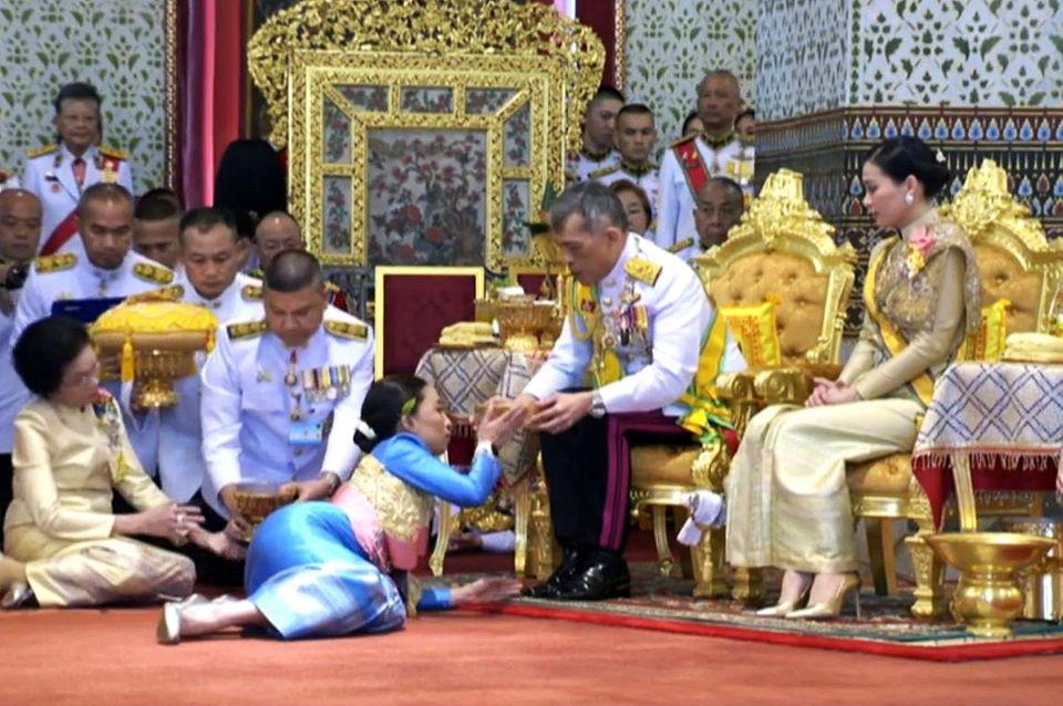 5. Mai 2019  Prinzessin Bajrakitiyabha Mahidol erhält hier von ihrem Vater die Salbung.