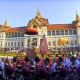 5. Mai 2019  Die Parade wird von einer Blaskapelle geleitet, die auch sechs vom verstorbenen KönigBhumibol komponierte Lieder spielt.