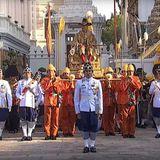 5. Mai 2019  Drei Stunden lang wird der neue Königwöhrend der Prozession Segen und gute Wünsche seines Volkes erhalten.