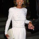Lee Radziwill (†) war die jüngere Schwester von Jackie Kennedy und mit dem polnischen Prinzen Stanislaw Radziwill verheiratet. In einem weißen, mit Perlen verzierten Kleid und mit auffälligem Schmuck erscheint sie 2001 zur Met Gala in New York. Auch 2010 zählte sie zu den Gästen der exklusiven Veranstaltung.