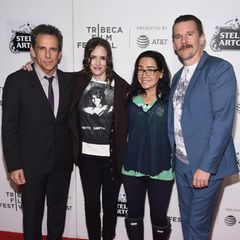 """Zusammen mit Filmkollegin Janeane Garofalo zeigen sich Ben Stiller, Winona Rider und Ethan Hawke anlässlich einer Jubiläumsvorführung beim Tribeca Festival. Ben Stillers Karriere ist nach dem Film konstant gewachsen und hat Erfolge wie """"Zoolander"""" und """"Nachts im Museum"""" hervorgebracht."""