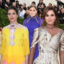 Charlotte Casiraghi, Königin Rania von Jordanien, Prinzessin Elisabeth von Thurn und Taxis, Beatrice Borromeo