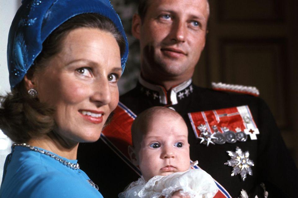 Schon bei der Geburt von Kronprinz Haakon 1973, dem Sohn von Königin Sonja und König Harald,hilft Babill Stray-Pedersen.