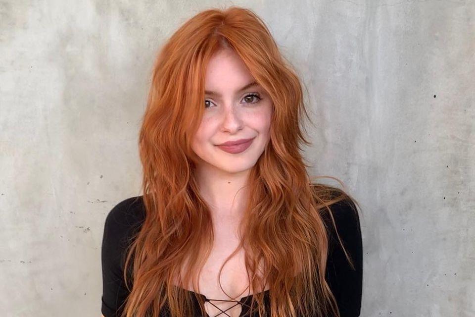"""Ariel Winter überrascht mit einer neuen Haarfarbe. Der """"Modern Family""""-Star wünschte sich wohl eine Typveränderung und trägt jetzt feuriges Haar."""