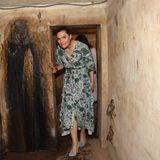 Das Kronprinzessinnenpaar nimmt an einem Rundgang durch einen alten Bunker teil.