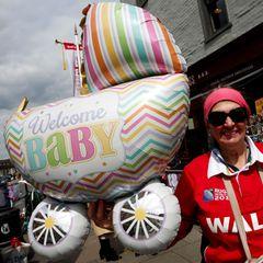 """""""Welcome Baby!"""" Royal-Fans freuen sich auf die Geburt von Baby Sussex."""
