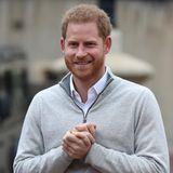 """6.. Mai 2019  Der stolze Vater Prinz Harry gibt der Presse auf Schloss Windsor ein erstes Statement zu der Geburt seines Sohnes.""""Ich bin unglaublich stolz auf meine Frau"""", sagt ein überglücklicher, aber auch sehr entspannter Prinz Harry zum britischen TV-Sender Sky in einem Video-Interview. """"Das Baby ist etwas später als der errechnete Termin gekommen, also hatten wir viel Zeit über einen Namen nachzudenken. Jetzt wollen wir die Zeit aber erstmal als Familie genießen, bevor wir alles Weitere mit euch teilen."""""""