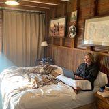 5. Mai 2019  Auf Instagram teilt Ivanka Trump ein eher ungewöhnliches Foto: Die Tochter des US-Präsidenten Donald Trump sitzt in einem gemütlichen Bademantel im Bett und ist ganz vertieft in ihren Laptop.
