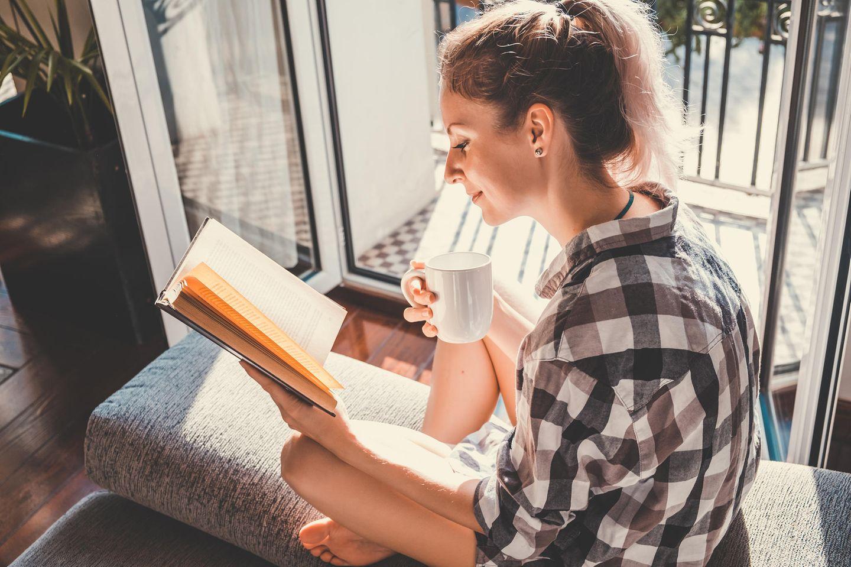 SPIEGEL Bestseller, Buch, Frau liest
