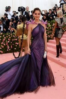 Keine Überraschung:Wie üblich zeigt sich Katie Holmes in einer glamourösenKreation von Zac Posen.