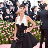 Im Vergleich mit all den anderen Met-Gala-Looks ist das Chanel-Kleid von Penélope Cruz fast unauffällig.
