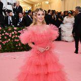 Wie ein Bonbon strahlt Emma Roberts im Tüll-Traum von Giambattista Valli Haute Couture.
