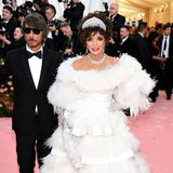 Queen of the Pink Carpet: Joan Collins trägt Valentino.