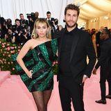 Für Miley Cyrus und Liam Hemsworth ist es der erste Met-Gala-Auftritt als verheiratetes Paar. Die beiden gingen nach10 Jahren On-Off-Beziehung Anfang des Jahres endlich den Bund der Ehe ein.