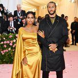 NFL-Star Colin Kaepernick und seine Freundin Nessa setzen auf schwarz-goldene Eleganz.