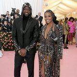 Dwyane Wade und Gabrielle Union posieren in coolen Looks mit Kopfbedeckung für die Fotografen. Im November 2018 wurden der NBA-Star und die Schauspielerin zum ersten Mal Eltern.