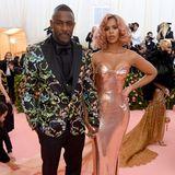 Erst vor wenigen Wochen haben sich Idris Elba undSabrina Dhowre das Ja-Wort gegeben: Jetzt gehören sie zu den stylischsten Ehepaaren auf dem rosa Teppich der Met Gala.