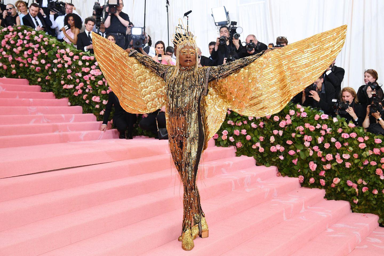 Goldener Engel der Extravaganz: Billy Porter kurz nachdem er von seiner Sänfte gestiegen ist.