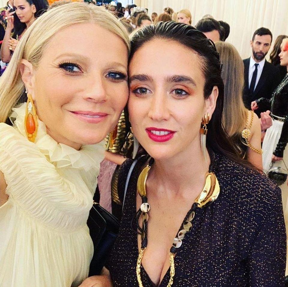 """""""Bestes Met-Gala-Date überhaupt"""", schreibt Gwyneth Paltrow zu dem Schnappschuss, auf dem die Schauspielerin und die Kreativchefin von Chloé,Natacha Ramsay-Levi, gemeinsam zu sehen sind."""
