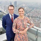 """Das Kronprinzessinnenpaar genießt den Ausblick vom 65. Stockwerk des """"Lotte Hotel Hanoi""""."""