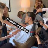 """Auf Instagram zeigt Ashley Graham ihren Followern, wie vielen Leuten sie ihr perfektes Aussehen auf der Met Gala zu verdanken hat. """"Man braucht ein Dorf"""", witzelt das Model."""