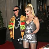 Gwen Stefani zieht im sexy Mini-Dress zusammen mit Designer Jeremy Scott noch zur nächste Party.