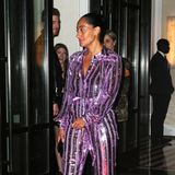 Tracee Ellis Ross ist im lilafarbenen Glamour-Jumpsuit die Disco-Queen der Aftershow-Party.