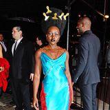 Von ihremextravaganten Neon-Look hat Lupita Nyong'o nur das Big-Hair-Styling beibehalten.