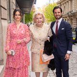 Prinzessin Sofia begeistert Anfang Mai in einemwunderschönenBlumenkleid, das sie mit modernen Accessoires in Silber kombiniert. An der Seite ihres Mannes Prinz Carl Philipp und der PhilanthropinMarianne Bernadotte besucht sie eineKunstauktion zugunsten ihrer eigenen Stiftung.