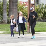 6. Mai 2019  Und wieder einmal beweist Jennifer Garner, wie herrlich bodenständig sie doch ist: Die Schauspielerin bringt ihre Kinder Samuel und Seraphinaim Lässig-Look zu Fuß zur Schule.
