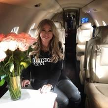 """5. Mai 2019  """"Was für ein toller Geburtstag!!"""", freut sich Carmen Geiss auf Instagram. Die Ehefrau von Robert Geiss ist 54 Jahre alt geworden und verbringt ihren Ehrentag wohl zum Teil im familieneigenen Privatjet. Wohin genau die Reise geht, behält die Sängerin allerdings für sich."""
