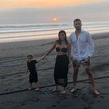 7. Mai 2019  Happy Family! Obwohl Kourtney Kardashian und Scott Disick getrennt sind, fahren sie zusammen mit ihren drei gemeinsamen Kindern regelmäßig in den Urlaub. Wie zuletzt nach Bali, wo auch dieser süße Schnappschuss mit Nesthäkchen Reign entstanden ist.