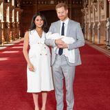 Prinz Harry + Meghan Markle: 8. Mai 2019 Herzogin Meghan und Prinz Harry präsentieren erstmals ihren kleinen Sohn der Öffentlichkeit ...