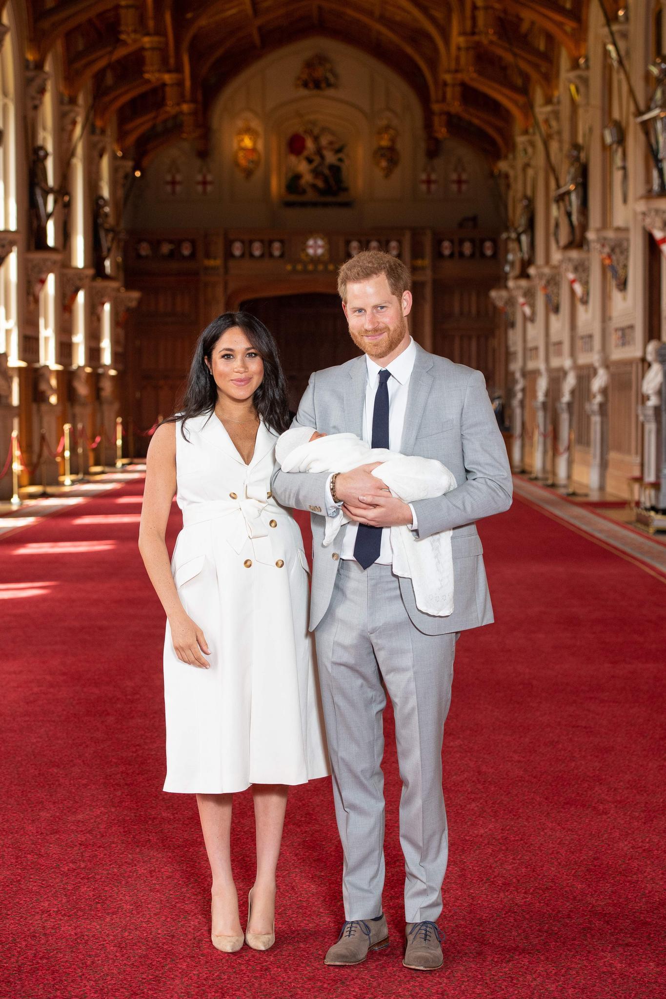 Herzogin Meghan + Herzogin Catherine: Ihre ersten Auftritte mit Baby im Vergleich