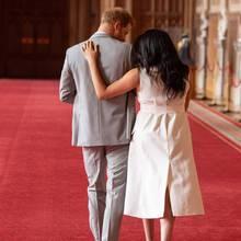 Prinz Harry + Herzogin Meghan: Das sagt die Körperspracheexpertin über ihren ersten Familienauftritt