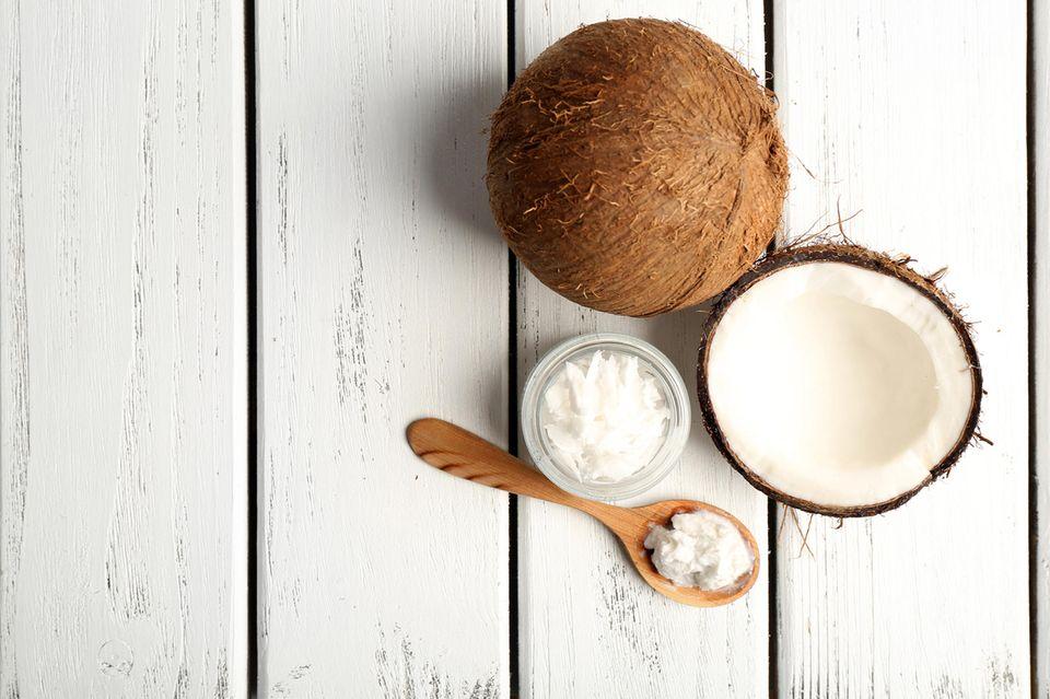 Kokosöl eignet sich besonders gut zum Ölziehen.