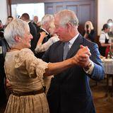 Prinz Charles mit einem weiblichen Gast im Hofbräuhaus München