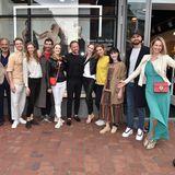 It's a wrap! Promis, Tänzer und Gastgeber freuen sich über das gelungene Foto-Projekt, das im Ingolstadt Village enthüllt wurde.