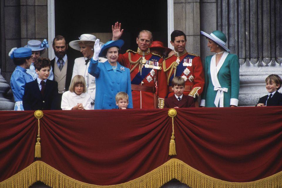 """1988 verfolgt die kleine Gabriella (vorn links) zusammen mit den anderen Mitgliedern der britischen Königsfamilie die Militärparade """"Trooping the Colour""""."""