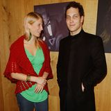 "Lady Gabriella besucht mit ihrem Bruder Lord Frederick die ""Famous Faces On Canvas Campaign 2005""."