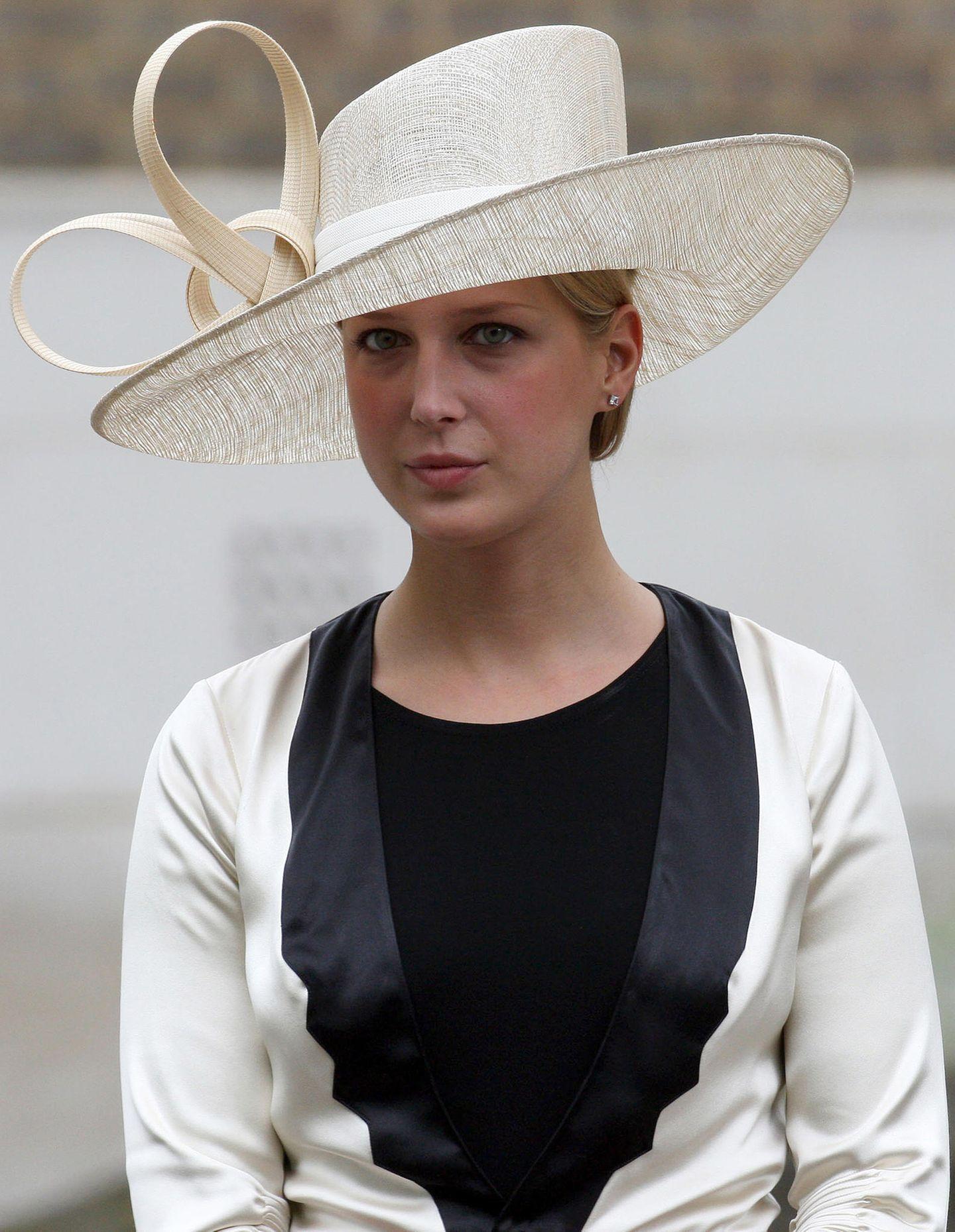 Genau zehn Jahre nach ihrem tragischen Tod findet ein Gedenkgottesdienst für Prinzessin Diana statt. Auch Lady Gabriella kommt zu diesem Anlass in die Guards' Chapel.
