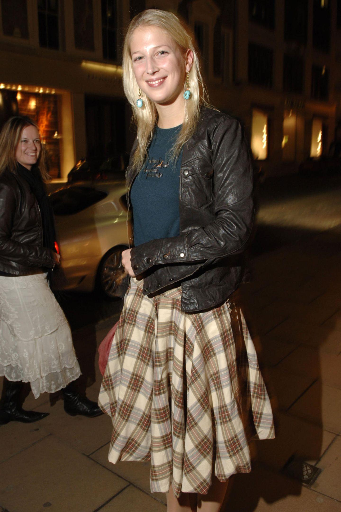 Zur Ballantyne-Shoperöffnung kommt Gabriella in cooler Lederjacke.