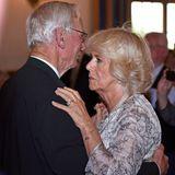 Herzogin Camilla mit männlichem Gast im Hofbräuhaus München