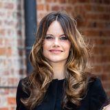 Prinzessin Sofia hat einen neuen Look. Die schwedische Royal-Lady trägt ihr Haar jetzt deutlich heller und präsentiert es in Form einer voliminösen Föhnfrisur.Dabei hat sie beim Färbennicht auf die klassischen Folien-Technik gesetzt...