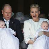 10. Mai 2015  Fürst Albert von Monaco und seine schöne Ehefrau Charlène verlassen nach der Taufe mit den Kindern die Kathedrale in Monte Carlo.