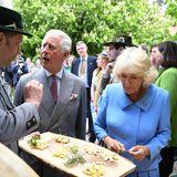 10. Mai 2019  Das sieht aber lecker aus: Charles und Camilla kosten von dem auf dem Hof selbst hergestellten Biokäse.