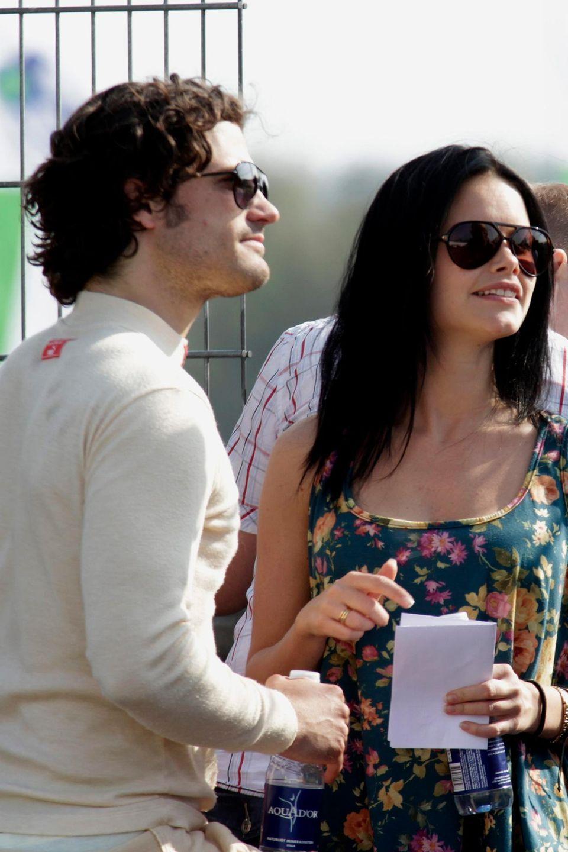 Ab 2010 wird eine Frau immer häufiger an der Seite von Prinz Carl Philip gesehen: Es ist das Model Sofia Hellqvist.